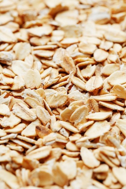 Muesli ai cereali dorati. chicchi di farina d'avena. colazione salutare vista dall'alto. avvicinamento Foto Premium