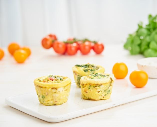 Muffin all'uovo, paleo, dieta keto Foto Premium