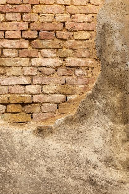 Muro di cemento d'epoca con mattoni a vista Foto Gratuite