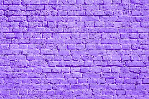 Muro di mattoni viola. loft interior design. vernice viola della facciata. sfondo architettonico. Foto Premium