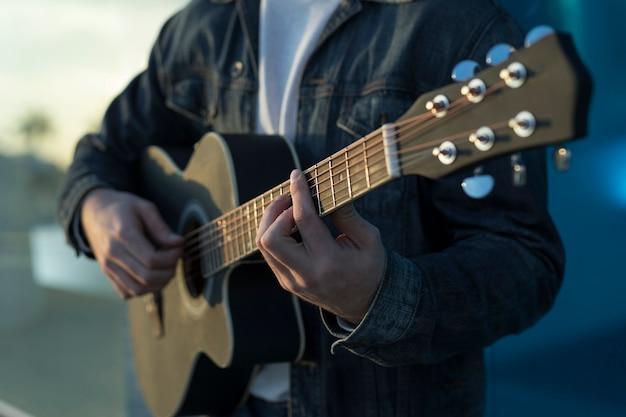 Musica per chitarra all'aperto Foto Gratuite