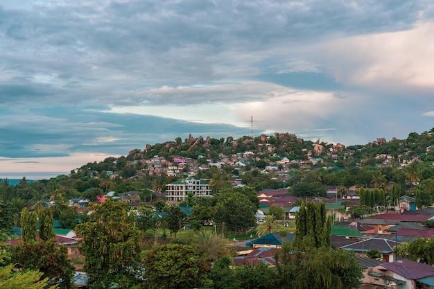 Mwanza la città rocciosa della tanzania Foto Premium