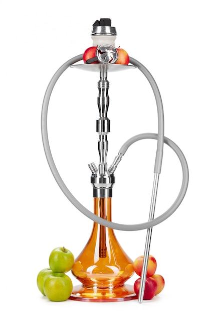 Narghilé con i frutti isolato su bianco Foto Premium