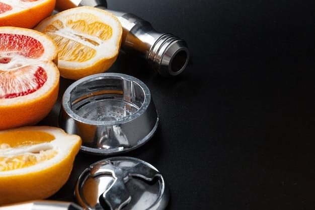Narghilè di lusso con frutta esotica. sala narghilè. Foto Premium