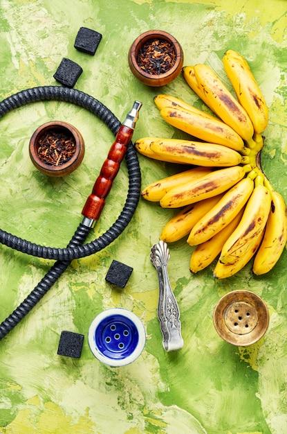 Narghilè egiziano con aroma di banana Foto Premium