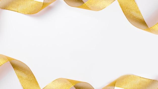 Nastro giallo sul tavolo Foto Gratuite