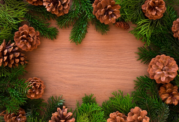 Natale in legno con abete. visualizza con copyspace Foto Premium