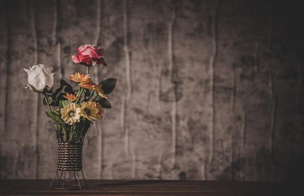 Natura morta con vasi di fiori Foto Gratuite