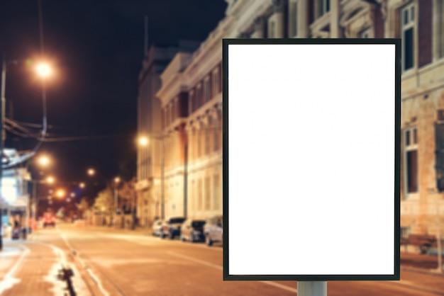 Nessun manifesto sera mockup pubblico Foto Gratuite