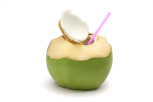 Noce di cocco matura e saporita isolato su bianco Foto Premium
