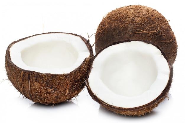 Noci di cocco su bianco Foto Premium
