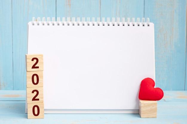 Notebook vuoto e cubi 2020 Foto Premium