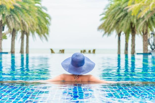 Nuoto donna bikini blu tan Foto Gratuite