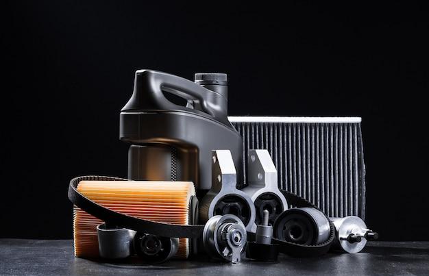 Nuove parti di automobili su uno sfondo scuro Foto Premium