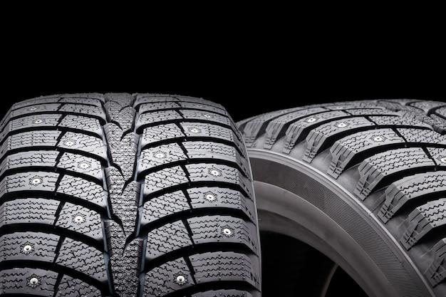 Nuovi pneumatici chiodati invernali, isolati Foto Premium