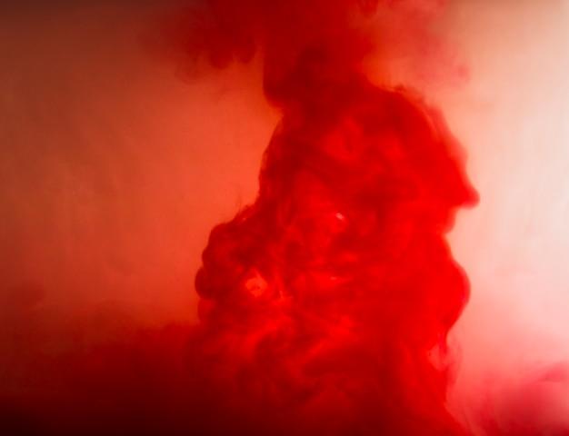 Nuvola astratta tra foschia rossa Foto Gratuite