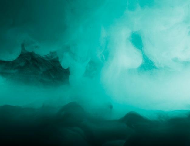 Nuvola densa astratta tra fumo azzurro Foto Gratuite