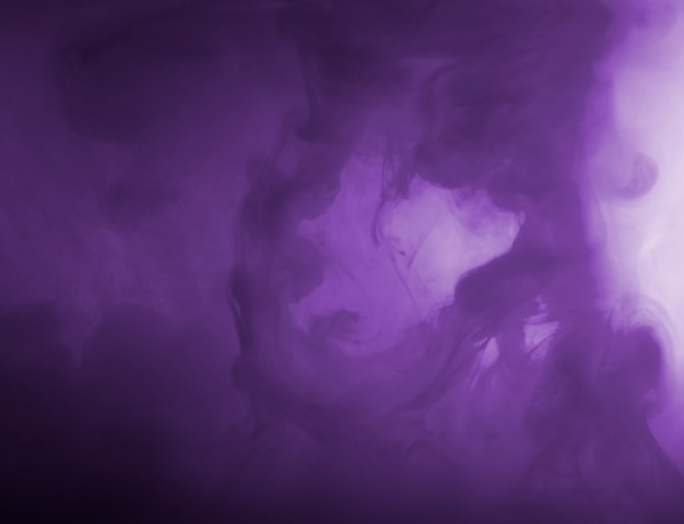 Nuvola densa tra foschia viola Foto Gratuite