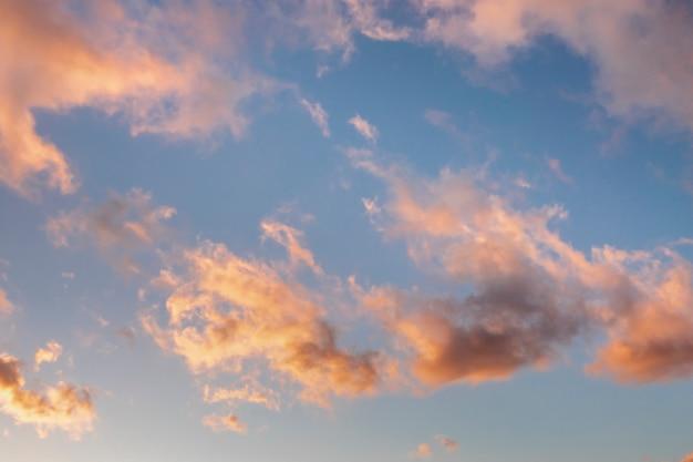 Nuvole rosa al tramonto Foto Gratuite