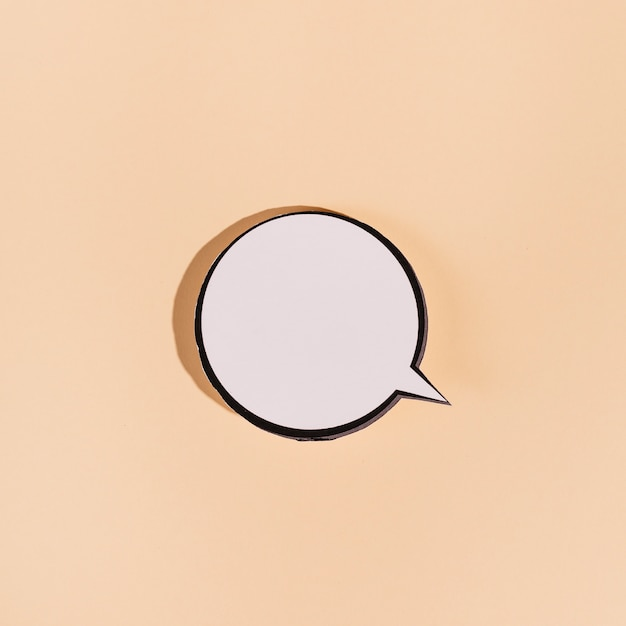 Nuvoletta rotonda vuota su sfondo beige Foto Gratuite