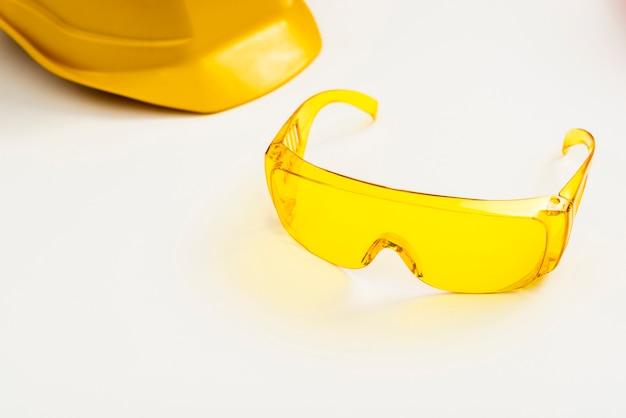 Occhiali e casco di protezione del primo piano Foto Gratuite