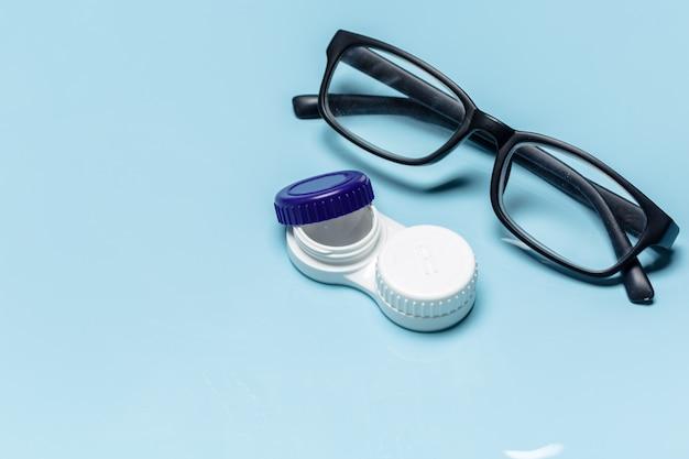 Occhiali, lenti a contatto, concetto di visione Foto Premium