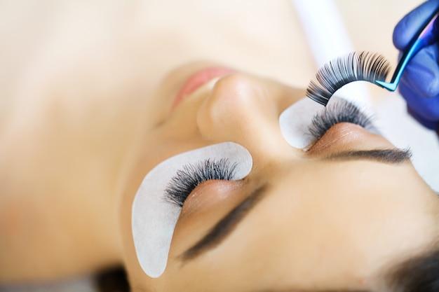 Occhio di donna con lunghe ciglia. estensione ciglia Foto Premium