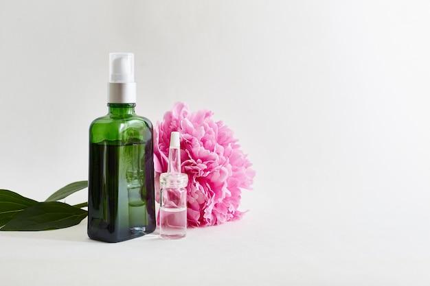 Oli per il corpo aromatici, fiori. Foto Premium