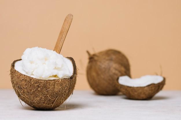 Olio di cocco con noce di cocco Foto Gratuite