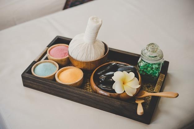 Olio essenziale sale da bagno e massaggio nero pietre calde