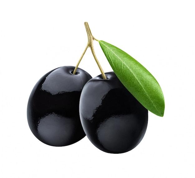 Olive nere con foglie su superficie bianca Foto Premium