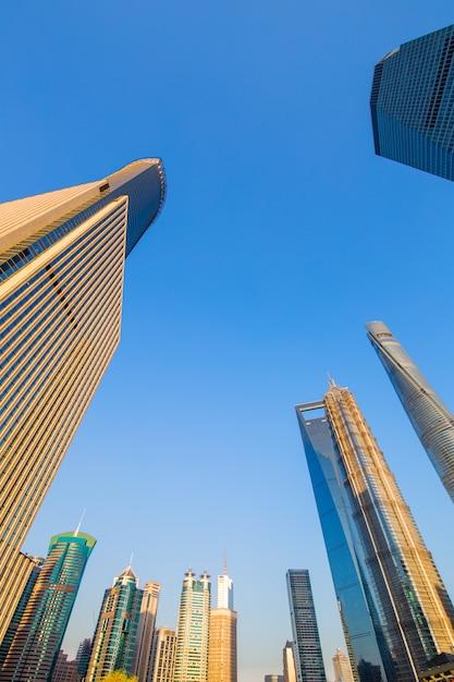 Orizzonte della città di shanghai, alba su bund, shanghai, cina. Foto Premium