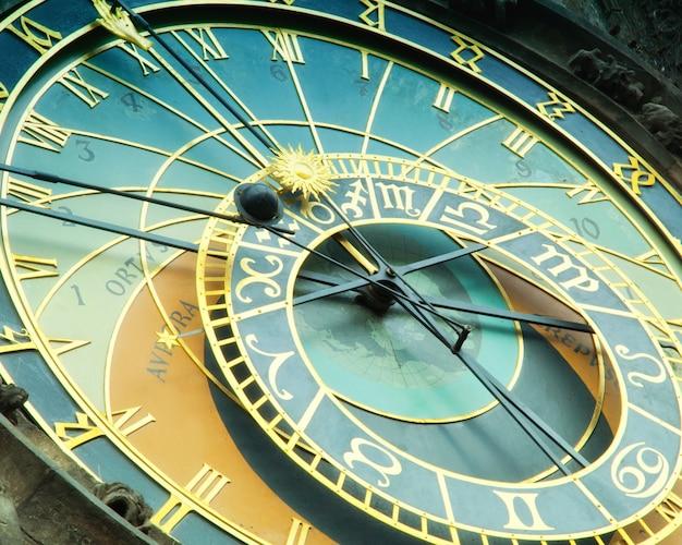 Orloj orologio astronomico a praga nella repubblica ceca Foto Premium