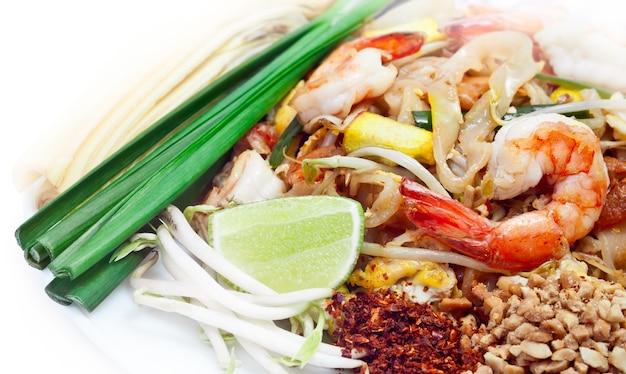 Pad thai è famoso cibo tailandese Foto Premium