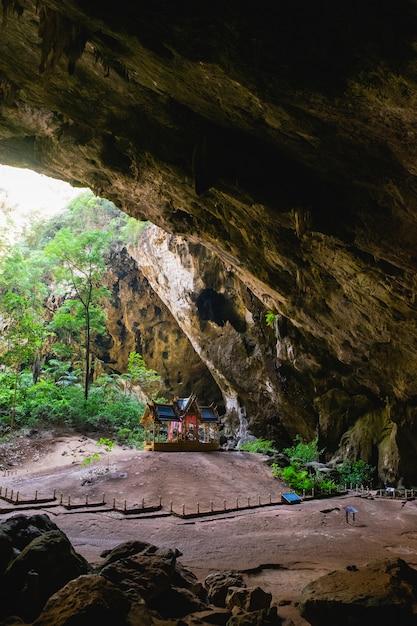 Padiglione reale nella grotta di phraya nakorn. Foto Premium