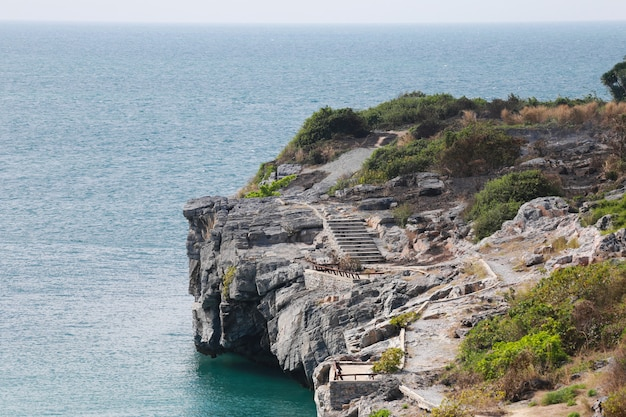 Paesaggi dell'isola e del mare di ko sichang nella provincia di chonburi. Foto Premium