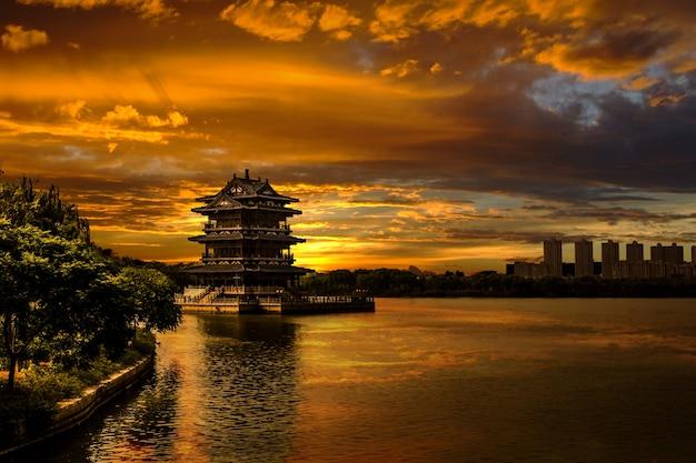Paesaggio con tramonto a yixing Foto Gratuite
