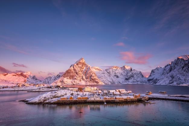 Paesaggio delle montagne in inverno Foto Gratuite