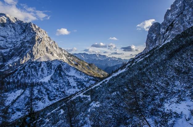 Paesaggio di montagna ghiacciata Foto Gratuite