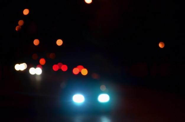 Paesaggio sfocato della città di notte Foto Premium