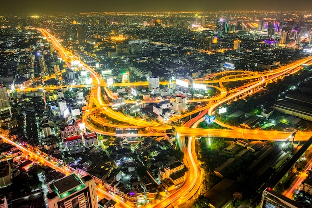 Paesaggio urbano di notte a bangkok, tailandia Foto Gratuite