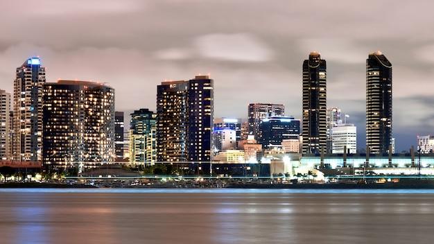 Paesaggio urbano di san diego di notte, stati uniti d'america Foto Gratuite