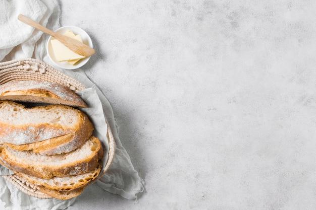 Pagnotte di pane e burro con copia spazio Foto Gratuite