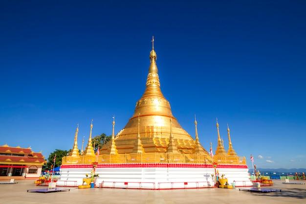 Pagoda di tachileik shwedagon, tachileik, myanmar Foto Premium