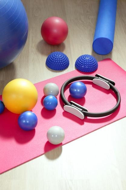 Palla pilates tonificante stabilizzatore ring roller yoga Foto Premium