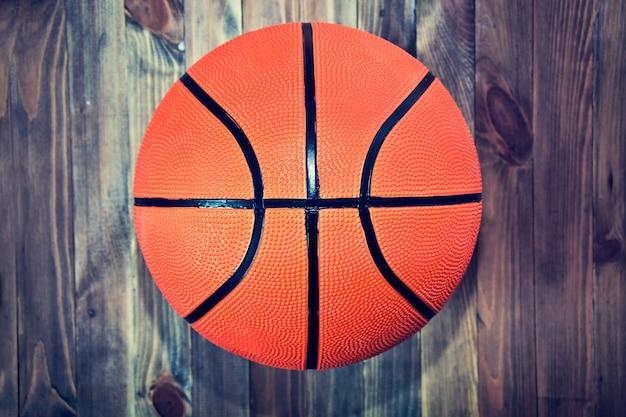 Pallacanestro palla sul pavimento di legno duro - Immagini stampabili di pallacanestro ...