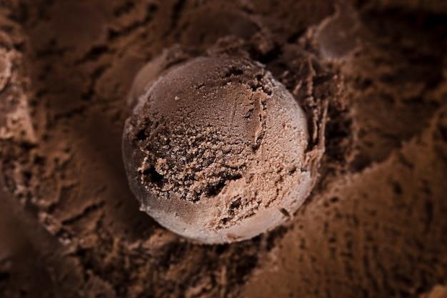 Pallina di gelato al cioccolato al primo piano Foto Gratuite