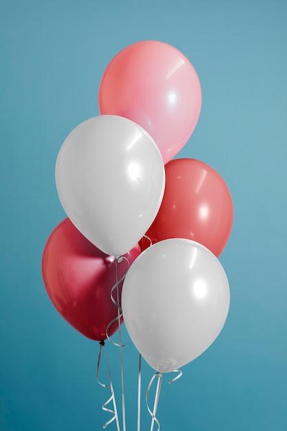 Palloncini bianchi e rosa pastello Foto Gratuite