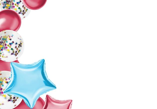Palloncini colorati isolare su un colore pastello Foto Premium