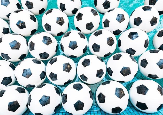 Palloni da calcio in acqua Foto Premium